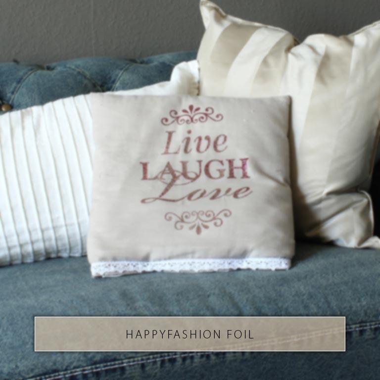 Live Laugh Love mit used-Technik und HappyFashion Foil auf einen Kissenbezug gedruckt.