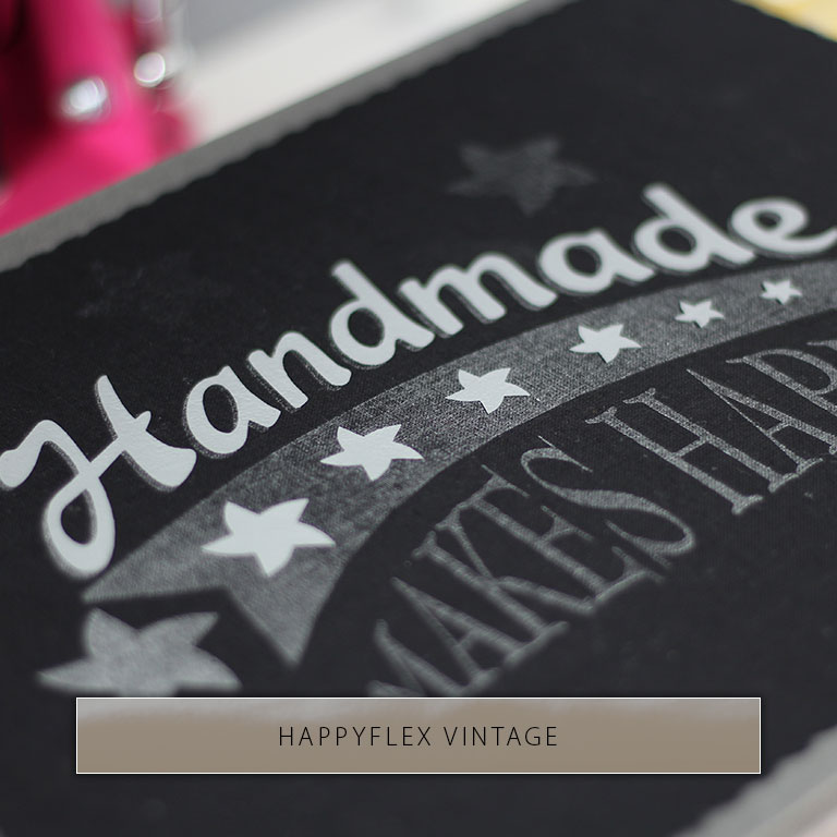 Der Spruch Handmade Makes Happy in Vintage und deckendem Druck auf schwarzem Stoff